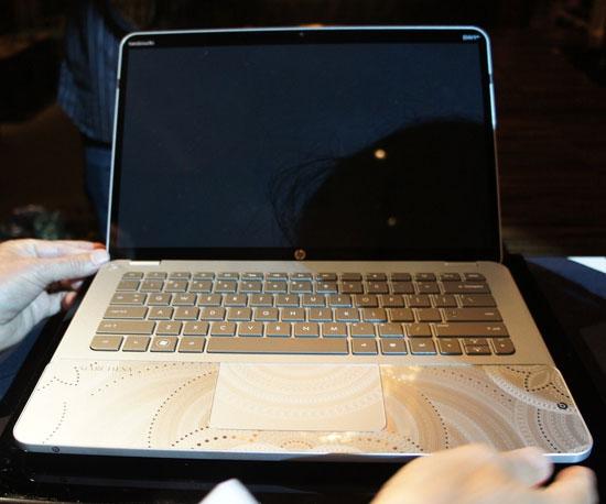 Υπερπολυτελές Laptop με Swarovski (2)