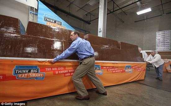 Σοκολάτα 5,5 τόνων, η μεγαλύτερη του κόσμου (4)
