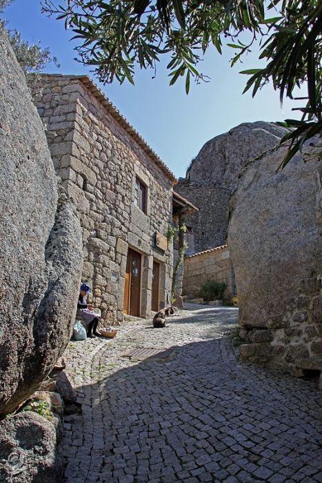 Monsanto: Εντυπωσιακό χωριό χτισμένο ανάμεσα σε βράχους (5)