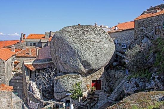 Monsanto: Εντυπωσιακό χωριό χτισμένο ανάμεσα σε βράχους (6)