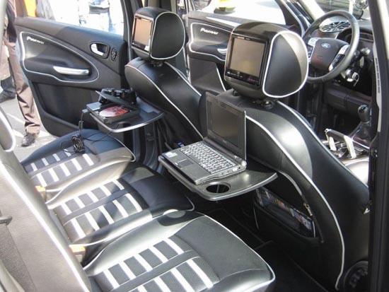 Παράξενη μετατροπή στο εσωτερικό αυτοκινήτου (1)