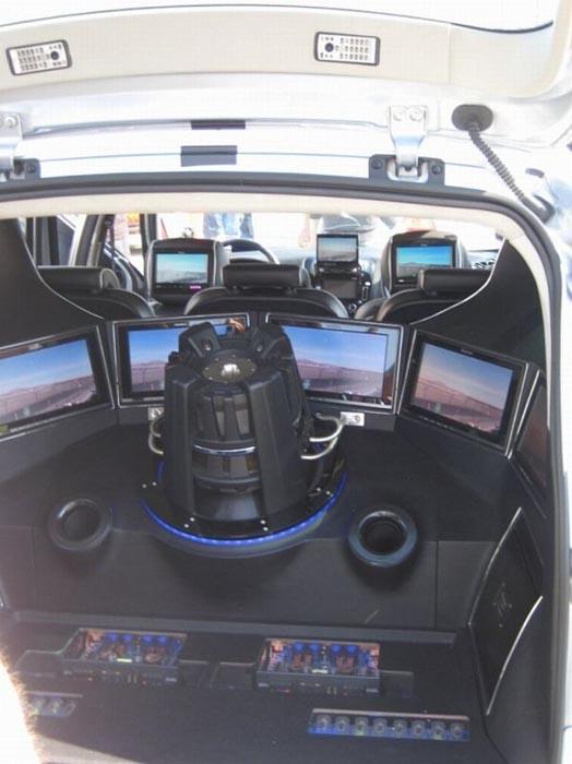 Παράξενη μετατροπή στο εσωτερικό αυτοκινήτου (3)