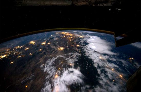 Πως είναι να πετάς σε τροχιά γύρω από την Γή;