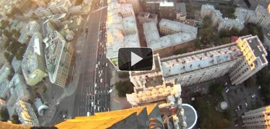 Ρώσος σκαρφάλωσε ουρανοξύστη χωρίς εξοπλισμό ασφαλείας