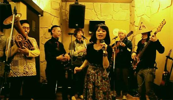 ««Σήκω χόρεψε κουκλί μου» από Ιαπωνικό συγκρότημα