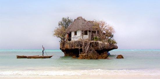 Θαλάσσιο εστιατόριο πάνω σε βράχο (1)