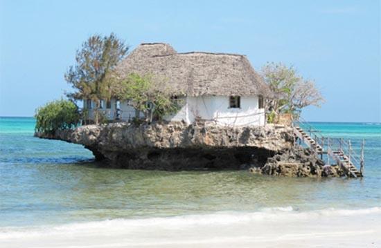 Θαλάσσιο εστιατόριο πάνω σε βράχο (6)