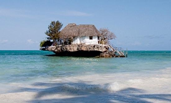 Θαλάσσιο εστιατόριο πάνω σε βράχο (7)