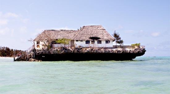 Θαλάσσιο εστιατόριο πάνω σε βράχο (8)