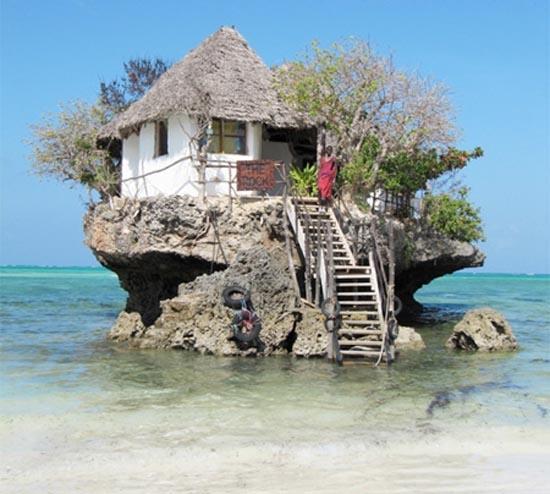 Θαλάσσιο εστιατόριο πάνω σε βράχο (10)