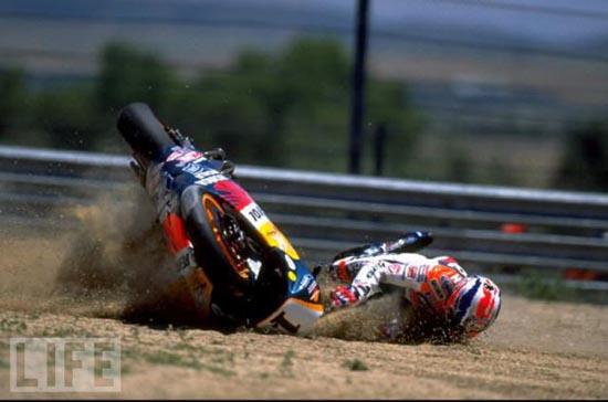 Τρομακτικά ατυχήματα σε αγώνες μοτοσυκλέτας (7)