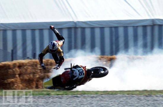 Τρομακτικά ατυχήματα σε αγώνες μοτοσυκλέτας (12)