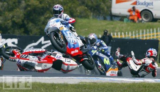 Τρομακτικά ατυχήματα σε αγώνες μοτοσυκλέτας (15)