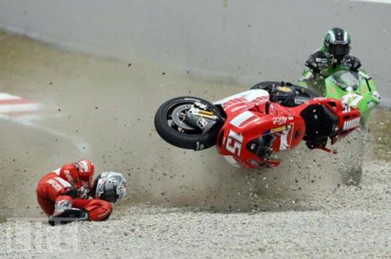 Τρομακτικά ατυχήματα σε αγώνες μοτοσυκλέτας (16)