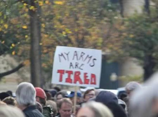 Ξεκαρδιστικές επιγραφές διαμαρτυρίας (13)