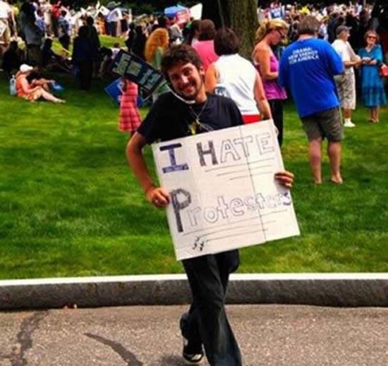 Ξεκαρδιστικές επιγραφές διαμαρτυρίας (2)