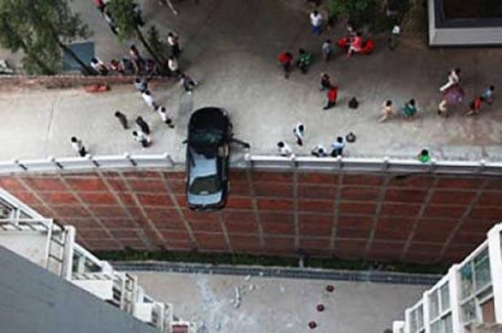 Απίστευτες αποδράσεις από τροχαία ατυχήματα (3)