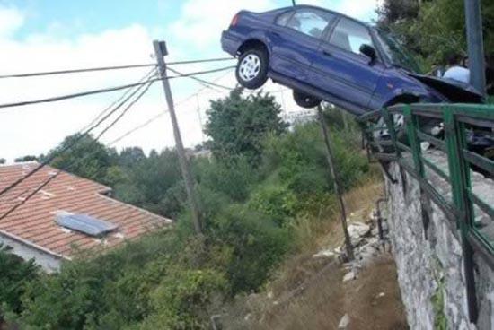 Απίστευτες αποδράσεις από τροχαία ατυχήματα (5)
