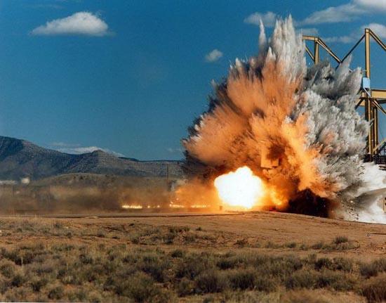 Crash test μαχητικού αεροσκάφους (3)