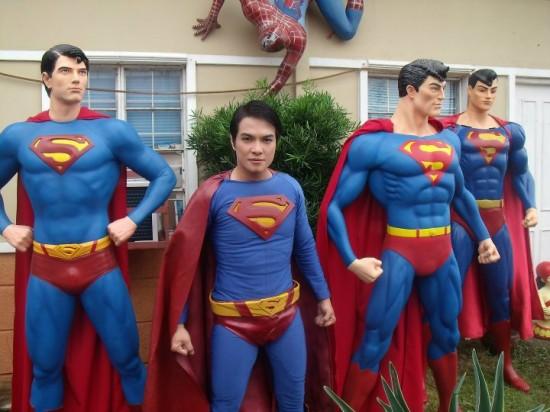 Έκανε πλαστική για να μοιάζει στον Superman! (1)