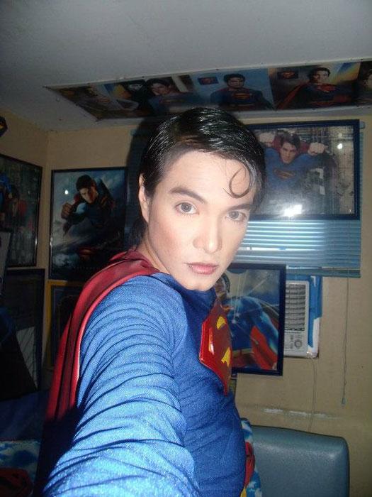Έκανε πλαστική για να μοιάζει στον Superman! (3)