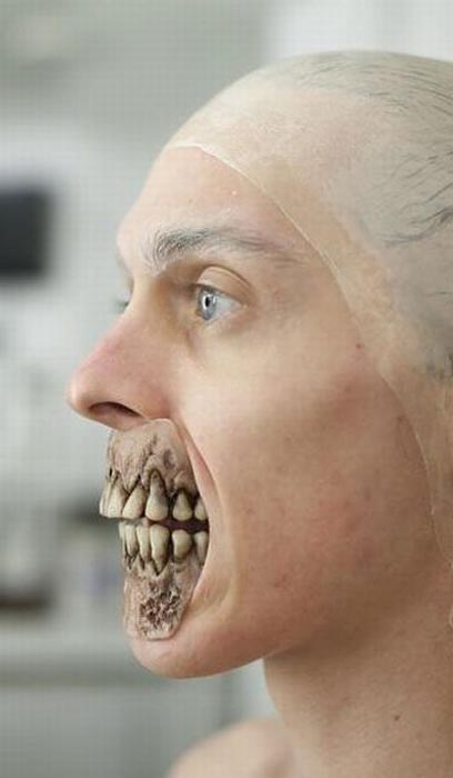 Εντυπωσιακή μεταμφίεση σε Zombie (2)