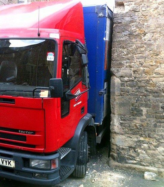 Επική γκάφα οδηγού φορτηγού (1)