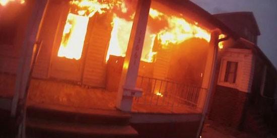 Ανατριχιαστικό HD Video μέσα σε φλεγόμενο σπίτι