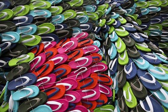 Γιγάντιο γλυπτό από 10.000 σαγιονάρες (1)