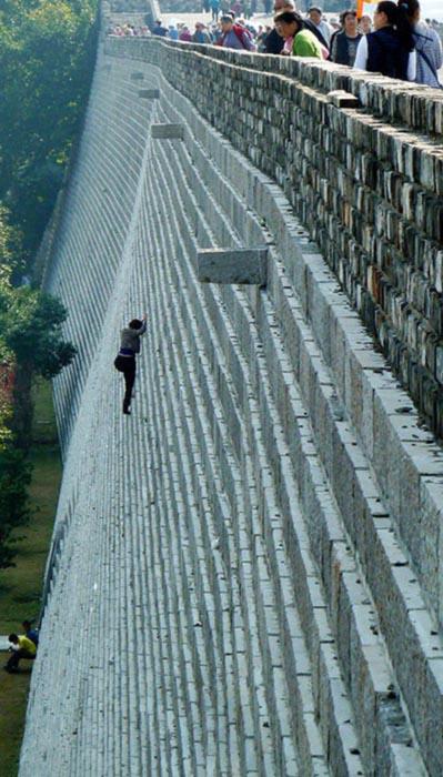 Γυναίκα σκαρφάλωσε το Σινικό Τείχος για να μην πληρώσει εισιτήριο (2)