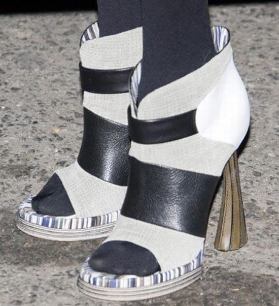 Παράξενα παπούτσια διασήμων (10)