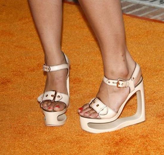 Παράξενα παπούτσια διασήμων (18)