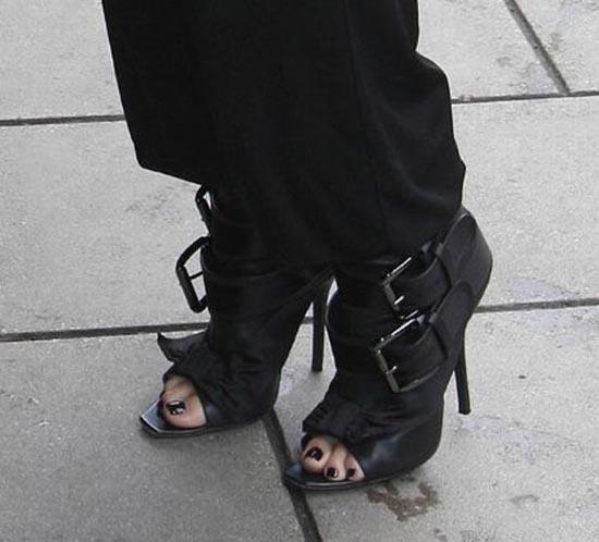 Παράξενα παπούτσια διασήμων (19)