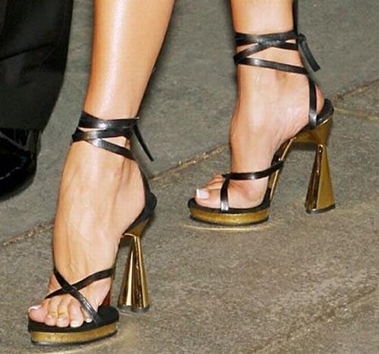 Παράξενα παπούτσια διασήμων (20)