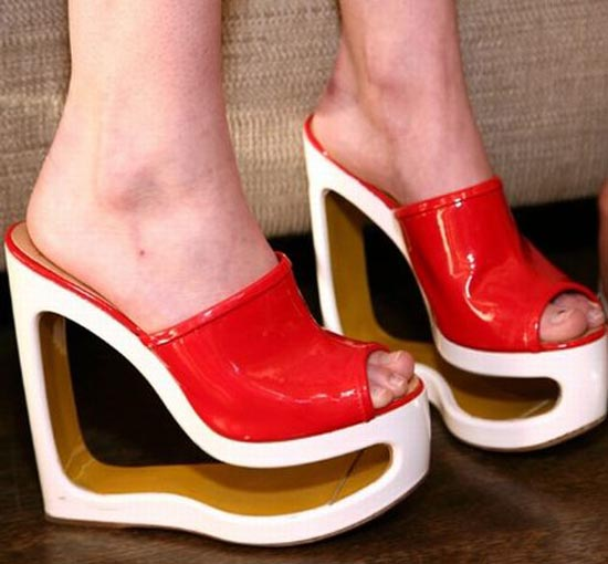 Παράξενα παπούτσια διασήμων (22)