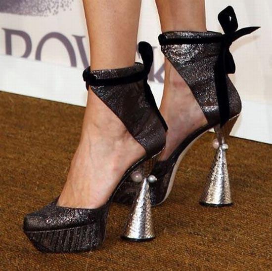 Παράξενα παπούτσια διασήμων (30)