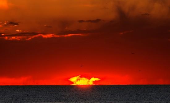 Φωτογραφία της ημέρας: Η πιο παράξενη ανατολή Ηλίου