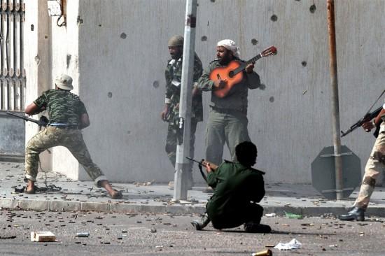 Φωτογραφία της ημέρας: Πόλεμος με... καντάδα!