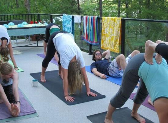Φωτογραφία της ημέρας: Πως κάνουν Yoga οι γνήσιοι άνδρες;