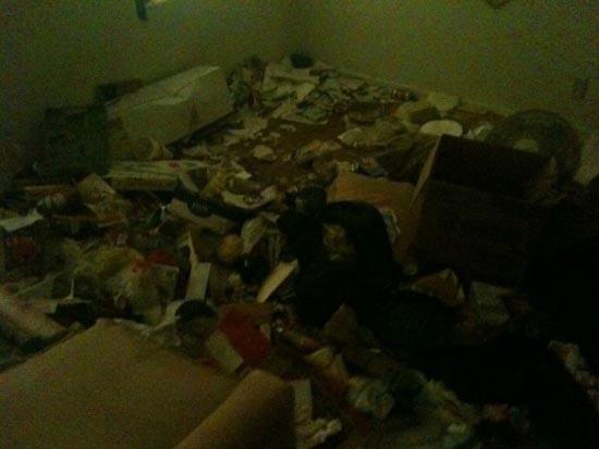 Σπίτι... χωματερή! (4)