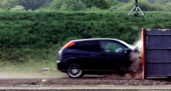 Το ταχύτερο crash test που έγινε ποτέ (2)