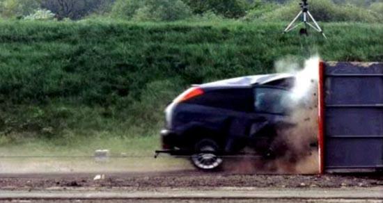 Το ταχύτερο crash test που έγινε ποτέ (3)
