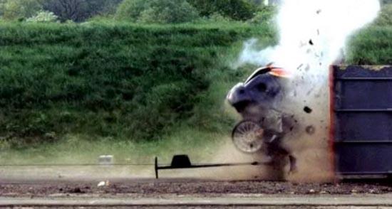 Το ταχύτερο crash test που έγινε ποτέ (4)