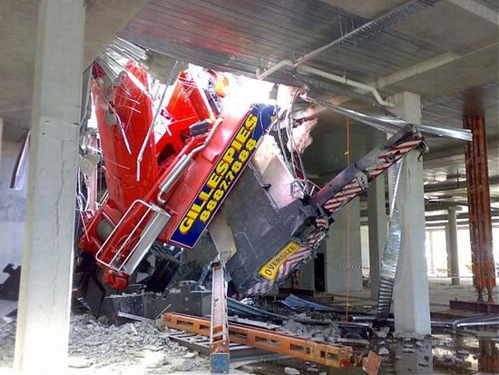 Αναπάντεχο ατύχημα με γερανό στην Αυστραλία (2)