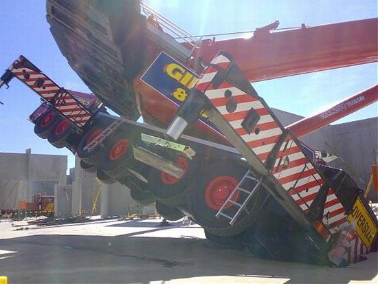 Αναπάντεχο ατύχημα με γερανό στην Αυστραλία (5)