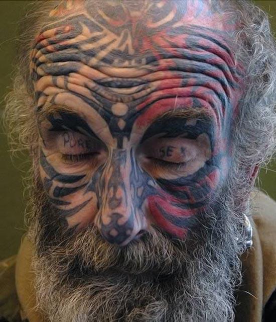 Ανατριχιαστικά τατουάζ στα βλέφαρα (1)