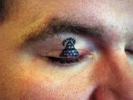 Ανατριχιαστικά τατουάζ στα βλέφαρα (4)