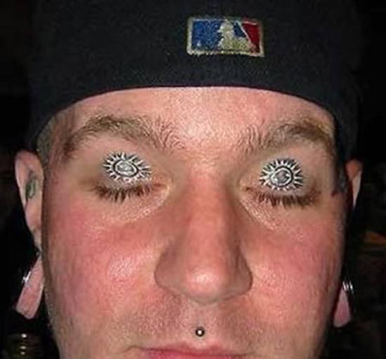 Ανατριχιαστικά τατουάζ στα βλέφαρα (6)