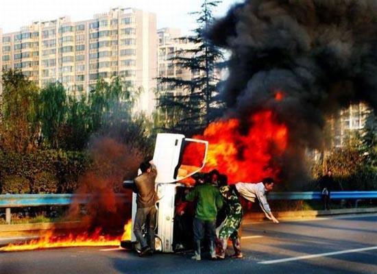 Απόδραση από φλεγόμενο όχημα (4)