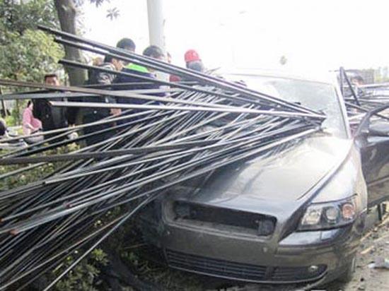 Πολύ άσχημο τροχαίο ατύχημα με απρόσμενη κατάληξη (1)